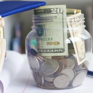 2021年は年収約50万円アップの予想 手取り額の違いは・・・?