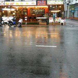 タイ パタヤ滞在  たまには雨が降る