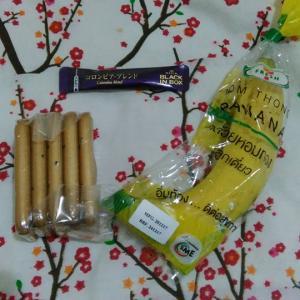 タイ パタヤ滞在  朝めし、乾パン3枚、バナナ