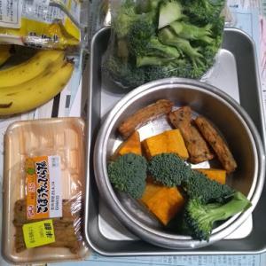 朝めし、バナナとあんぱん、   昼めし、野菜煮(かぼちゃ、ブロッコリー)味噌汁