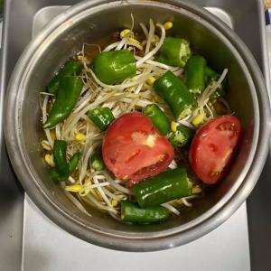 昨日の3食 1日1食は野菜たくさん味噌汁にしている