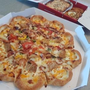 チーズたっぷりピザ♡可愛いお酒
