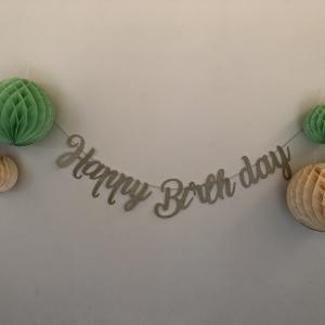 小学5年男子の誕生日、ダイソーのハニカムボールで飾り付け