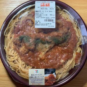 【セブンイレブン】香ばしガーリック!大盛ピリ辛トマトパスタの紹介!食べ応え大満足の商品でした!