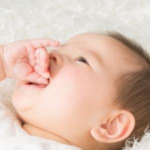 「指しゃぶり」はいつやめさせる?歯並びへの影響は?