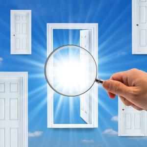 【不動産投資】多様な業者を紹介するサービス活用で成功の扉を開こう