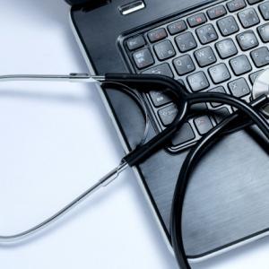 コロナと共生する時代、AGA治療はオンライン診療を利用しましょう