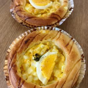 コーン卵パンと晩ご飯(エビフライ)