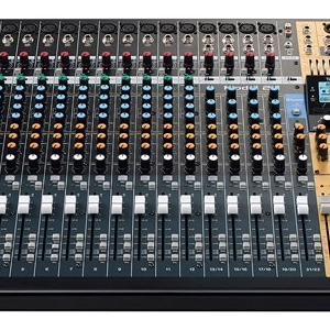 レコーディングミキサーTASCAM Model24。アレンジにも音楽作成にも。