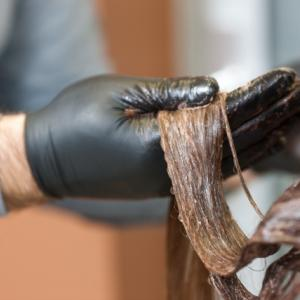 傷んだ髪にヘナをしてヘナショックを軽減できる方法があります