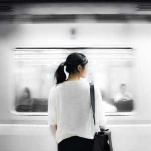 電車の一目惚れ相手は社会人。どういうアプローチが吉?