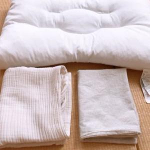 """【枕難民】新しい枕は無印良品の""""片面パイプ洗えるまくら""""と無印の三重ガーゼの枕カバーと綿あらいざらしの枕カバー"""