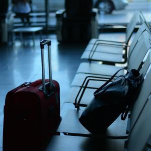 「無料」はFreeだけ? 空港で荷物を預けるときに使う英語表現