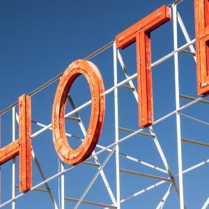 海外のホテル予約で学ぶmake とhaveの違い