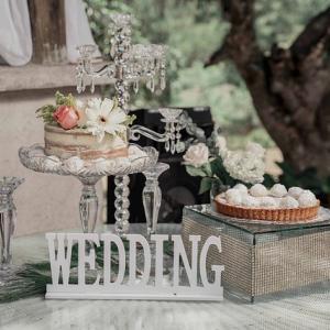 招待状からドレスまで、結婚式は華やかに祝おう!