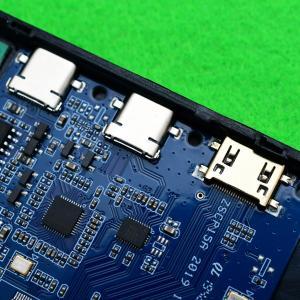 amazon格安販売の15.6インチモバイルディスプレイを分解する。