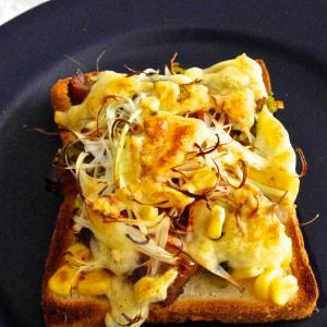 ラーメンみたいなチーズトーストで朝ごはん。