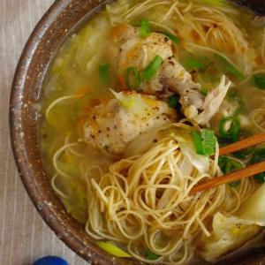 鶏肉とキャベツ、高菜の汁麺で昼ごはん。