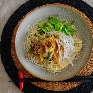 豚肉と野菜炒めあえ麺で昼ごはん。