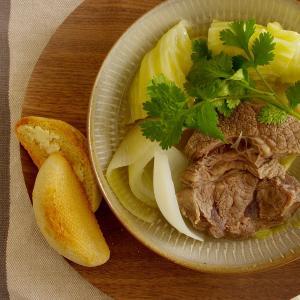牛すね肉とキャベツのスープ煮で昼ごはん。