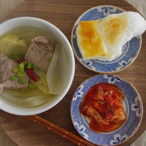 牛すね肉キムチスープ雑煮で朝ごはん。