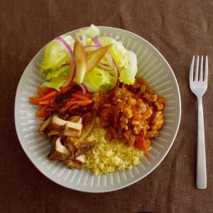 ラム肉のスパイシートマト煮で昼ごはん。