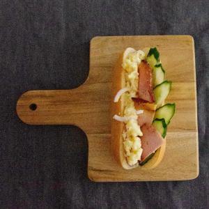 ポテサラドックで朝ごはん。