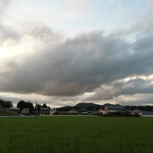 今日もしっかりと梅雨空、そして平日の海は、いい波🌊あがってるみたいですよね~^^)