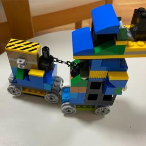 長男5歳作LEGOでワンちゃんロボット