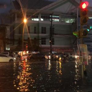 【ラオス】雨季の始まり?夕立に注意