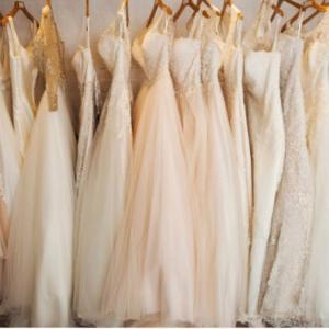 ウェディングドレスは購入?