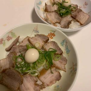 焼豚丼と中華スープ