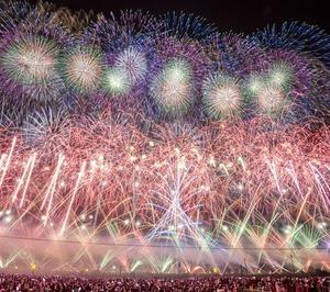 日本最高峰!毎年70万人以上が来場する「大曲の花火」