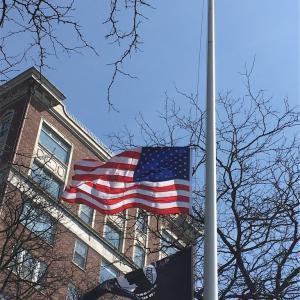 半旗のアメリカ国旗