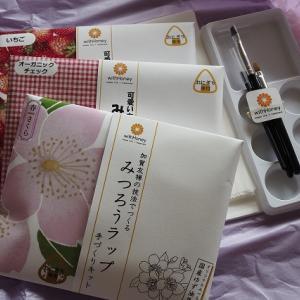 """おうちハック!の中身はエコな「みつろうラップ手作りキット」でした。(Ouchi hack! The contents were an eco-friendly """"beeswax wrap handmade kit"""".)"""