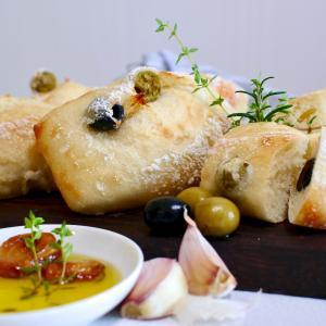 手ごねいらずのパン作り〜こねないオリーブリュスティック簡単レシピ〜【シロの趣味パン】