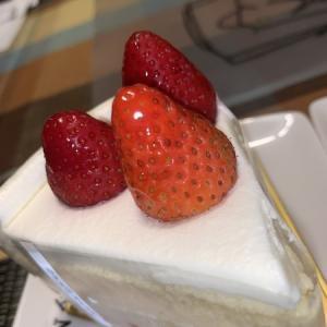 【日本橋三越本店】アンリシャンパルティエ三越日本橋本店:苺のショートとレモンのケーキ