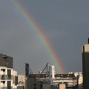 ゲリラ雷雨の後の虹と夕焼け