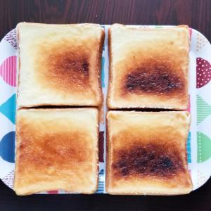 [料理] 遅めの朝食に食パンでメロンパン