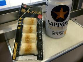 つまみと缶ビールで旅気分!