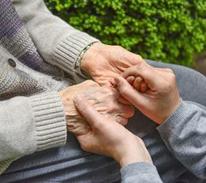 50代なら「介護職員初任者研修」は受講&取得するべき資格