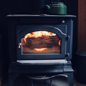 薪ストーブ、一番のお楽しみは焼き芋。今年の冬は育てた芋で焼き芋を。