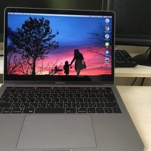 【最安値】MacBookスタンドは100均のあれでOK!手首の疲れ激減!
