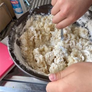 【スーパーから強力粉も消えた!】家に粉があるうちに餃子を皮から作ってみよう!