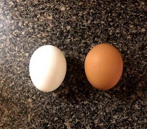 アメリカの卵はめっちゃ黄色い。日米卵比。
