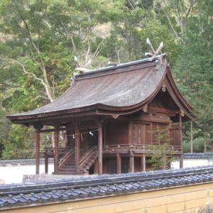 山麓にある国宝「神谷神社」