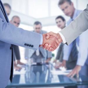 「出会いはビジネスの成功の鍵です」  ビジネスパーソン諸君