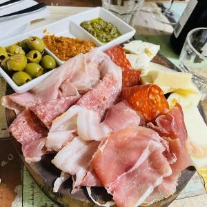 【レストラン・グローサリー】イタリアン:日本人御用達?生ハムの盛り合わせが最高の「Bottega Mediterranea」