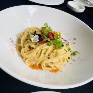 【レストラン】イタリアン:プレートを彩るエディブルフラワーがインスタ映え!「ZENZERO restaurant &wine bar」