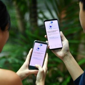 コロナウィルス感染者追跡を可能とする着用可能デバイスを配布予定
